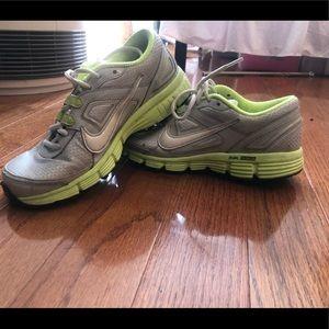 Nike women's running shoes 8.5
